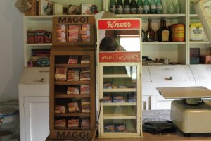 Предвоенный магазин кубики Кнорр и Магги