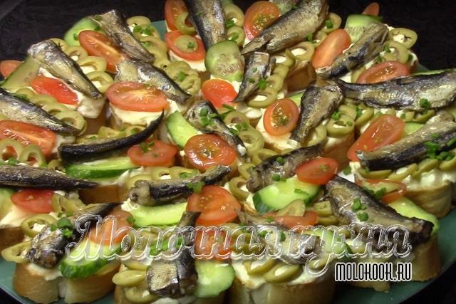 دستور غذا با گوجه فرنگی های تازه و سبزیجات