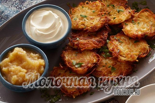 Dranians mula sa gadgad patatas para sa klasikong recipe