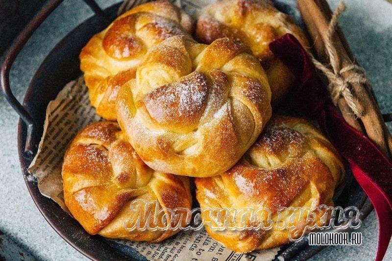 Самые красивые формы дрожжевых булочек