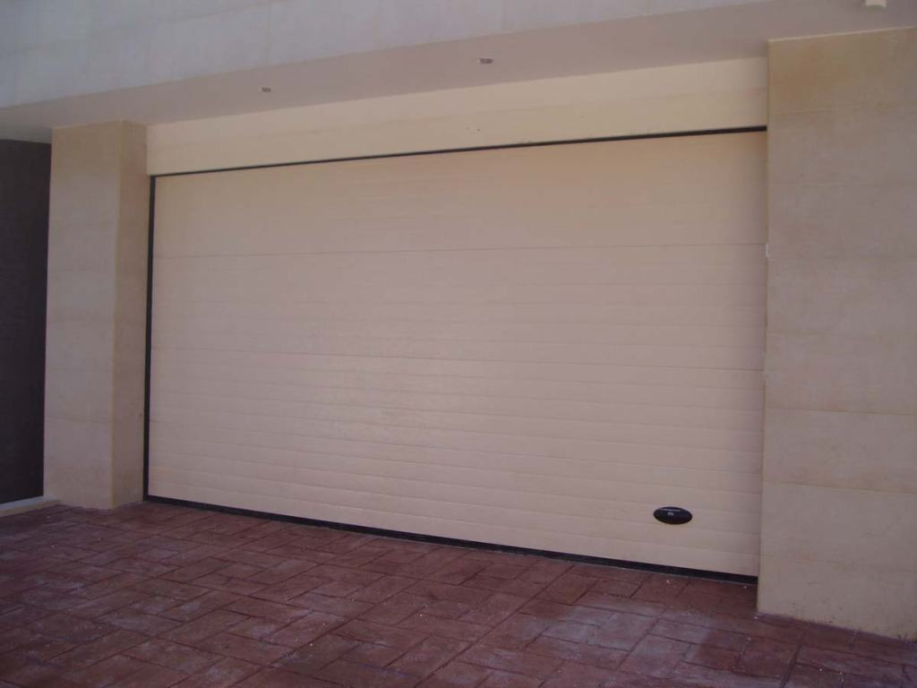 Puertas automáticas de garaje seccionales - Puertas MOLPLASA