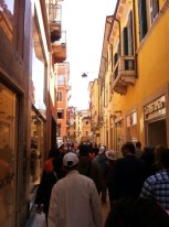 How I made my way to Juliet's house: following the crowd