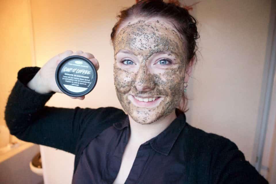 Lush Cup O'Coffee Gezichts-en Bodymasker review momambition