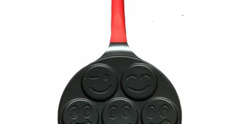 Pan for Pancakes, Emoji Smiley Face Pancake Pan