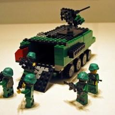 兵員輸送車から戦地へ