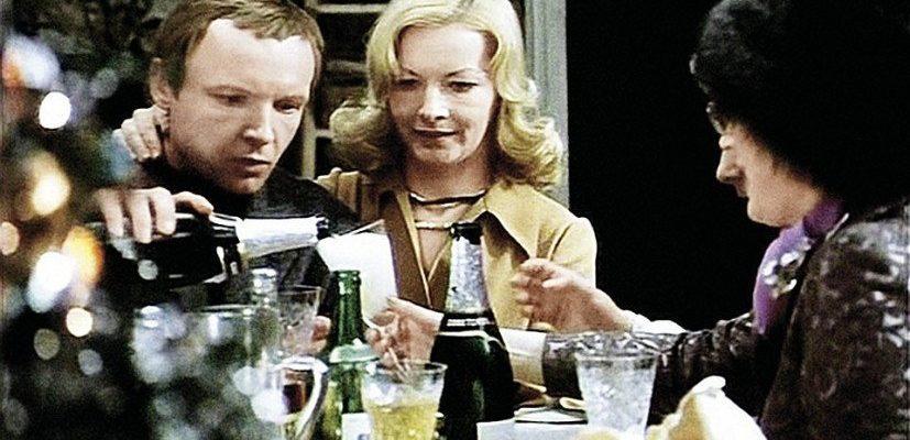 レオニード・ガイダイによる新年必須のコメディ映画「運命の皮肉」にもシャンパンが登場。