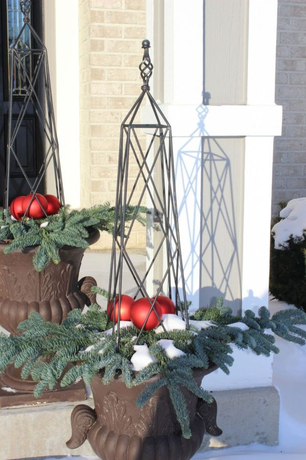 Love the planters! Simple, clean and all about Christmas!