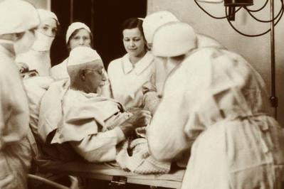 Extrema pricepere. Povestea chirurgului roman care a reusit sa se auto-opereze.