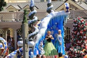Anna and Elsa in Festival of Fantasy Parade