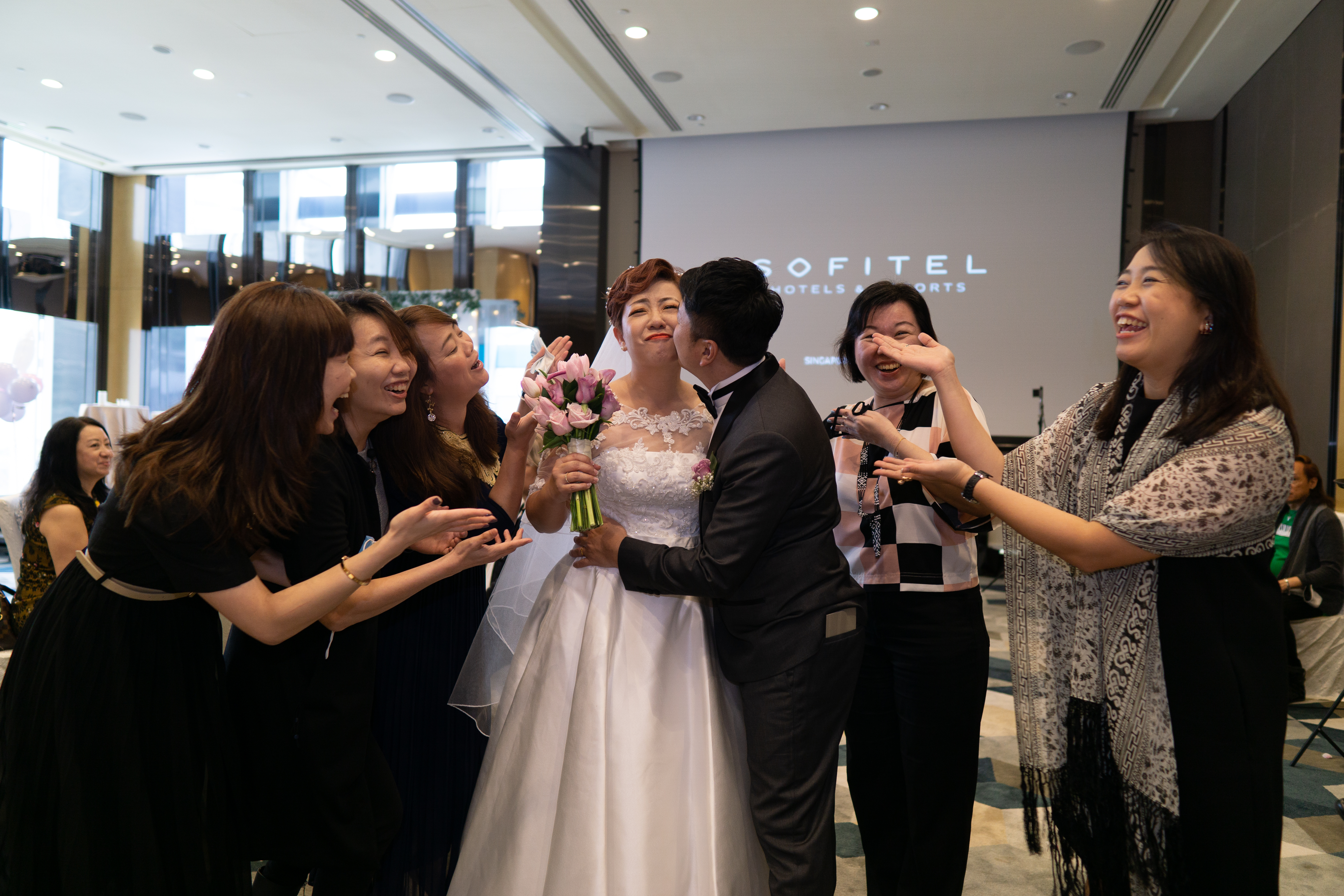Group photo with guests at a wedding in Sofitel City Centre Hotel at Tanjong Pagar