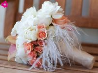 Plumas, plumas, plumas (Moments Wedding Blog)