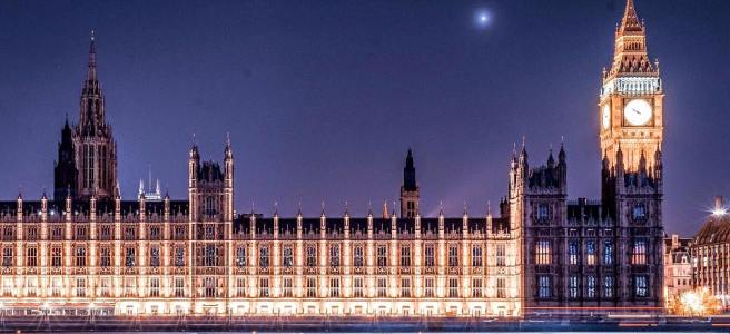 Lit evening picture of the Houses of Parliament