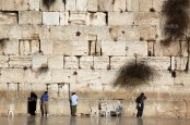 depositphotos_4823618-Jewish-praying-at-the-wailing-wall-Western-Wall-Kotel