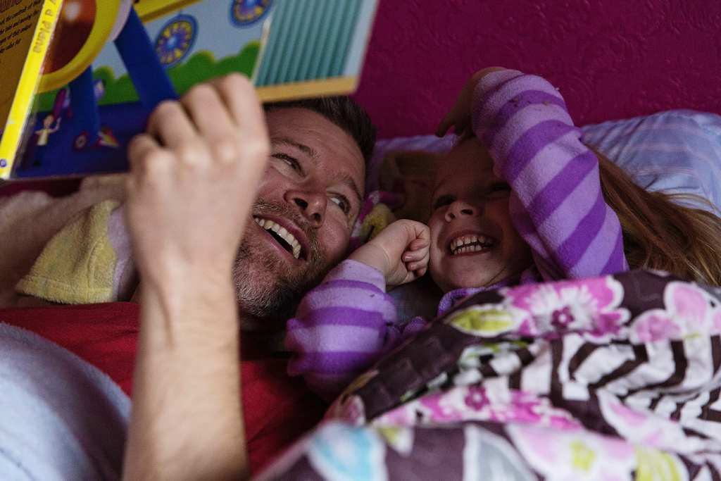 dad and daughter storytime