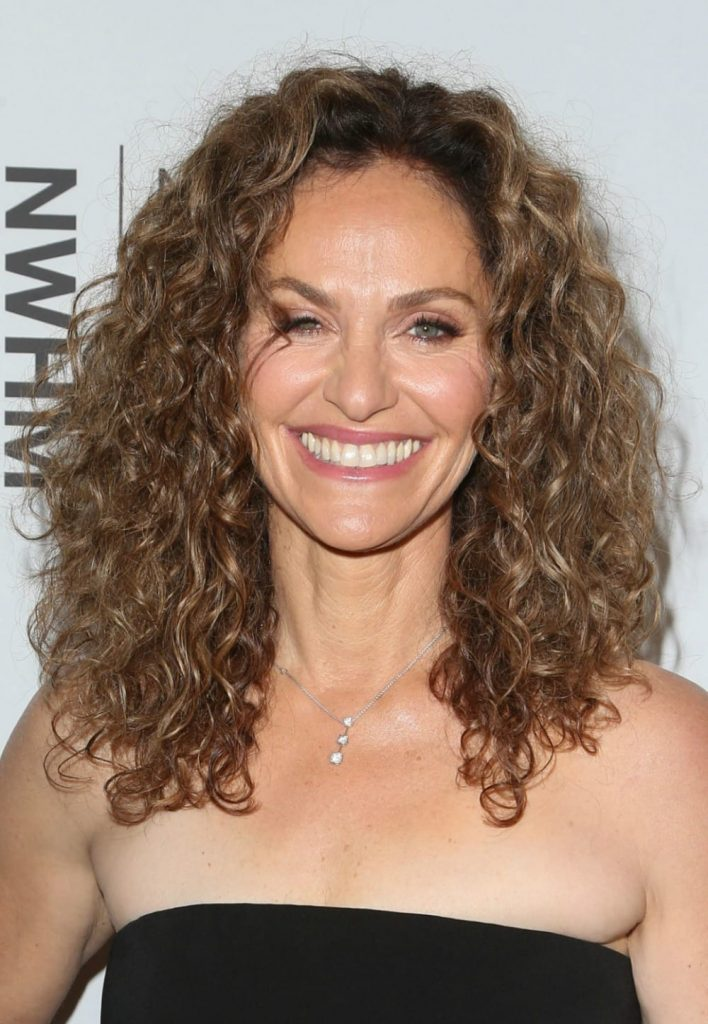 Celebrity hairstyles of the week - Amy Brenneman glows at the 5th Annual Women Making History Brunch.
