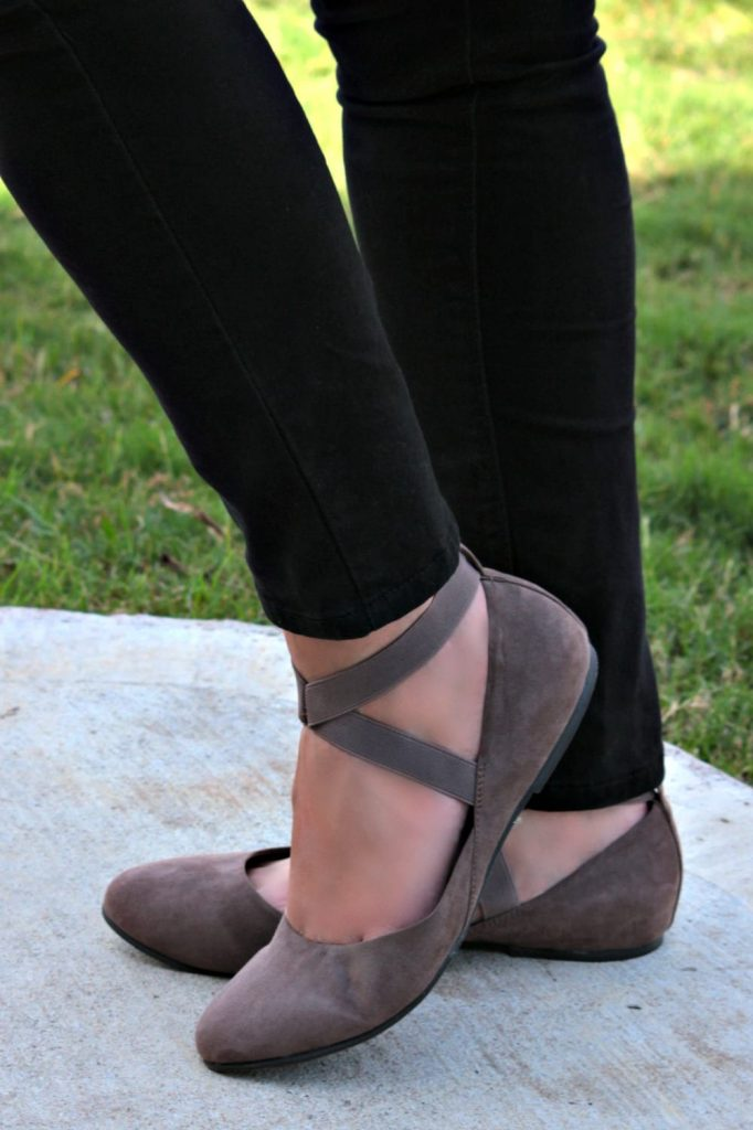My go to fall outfit idea - denim button up shirt, black jeans and ballet flats.