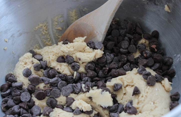 Chocolate Chip Cookie Cheesecake Bars cookie dough