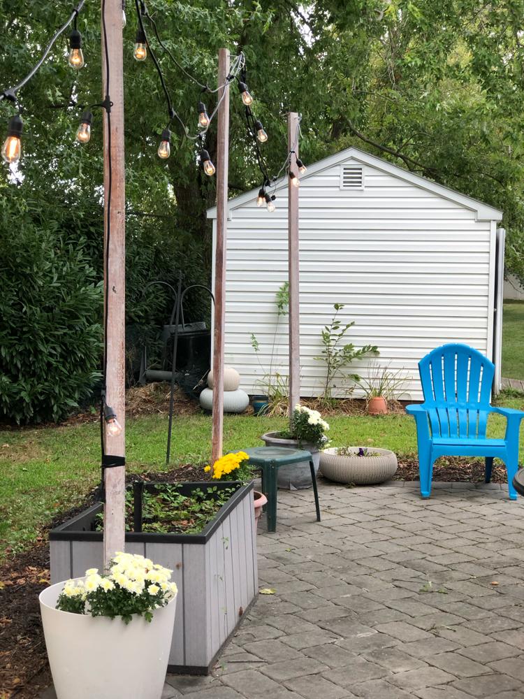 patio-diy-string-lights-planters-poles-1 - momhomeguide.com on Backyard String Lights Diy id=31995