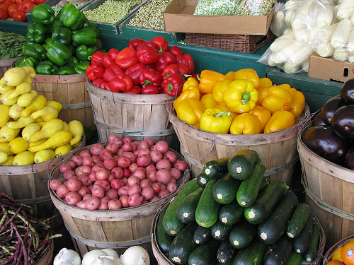 https://i1.wp.com/momitforward.com/wp-content/uploads/2011/07/Farmers-Market.jpg