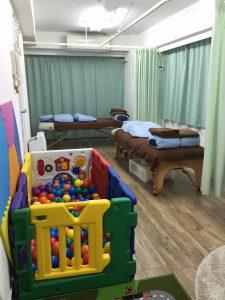 治療ベッドが2台あるのでカップルやママ友と一緒でもOK