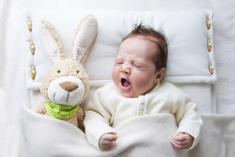 Baby tårar att sova ensam