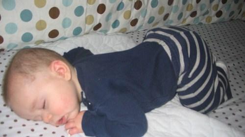 寶寶睡姿差異 教您頭型怎麼顧 1