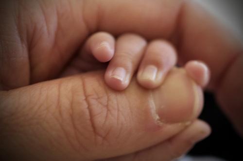 幫嬰兒剪指甲的小竅門-從指甲狀況看寶寶健康