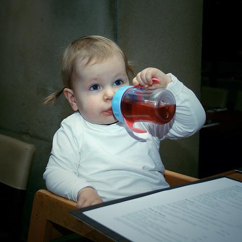 寶寶的喝水量對健康的影響 1