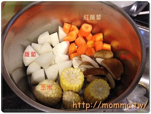 [P家廚房]香煎雞腿排+炒高麗菜+炒小白菜+蔬菜湯 2