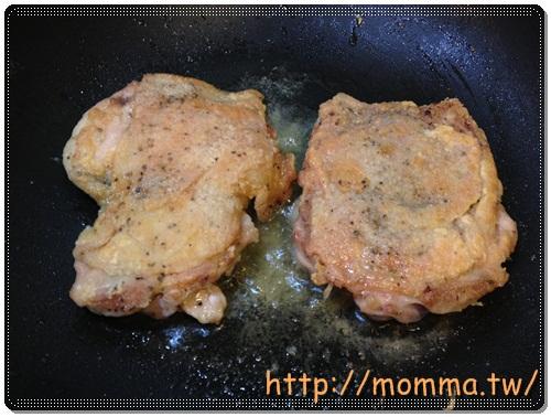 [P家廚房]香煎雞腿排+炒高麗菜+炒小白菜+蔬菜湯 14