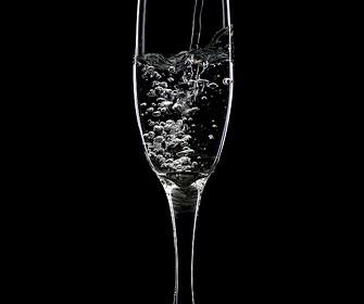 喝水最佳時間!飯前及起床喝水好處多多 1
