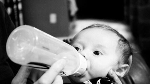 寶寶溢奶怎麼辦?溢奶原因及處理 1