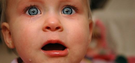 嬰兒哭鬧原因為何 夜啼安撫靠技巧