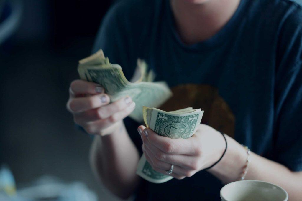 how to stop spending money impulse purchase