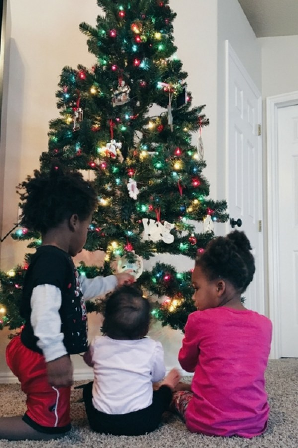 holiday decor: mommy tips to make it work