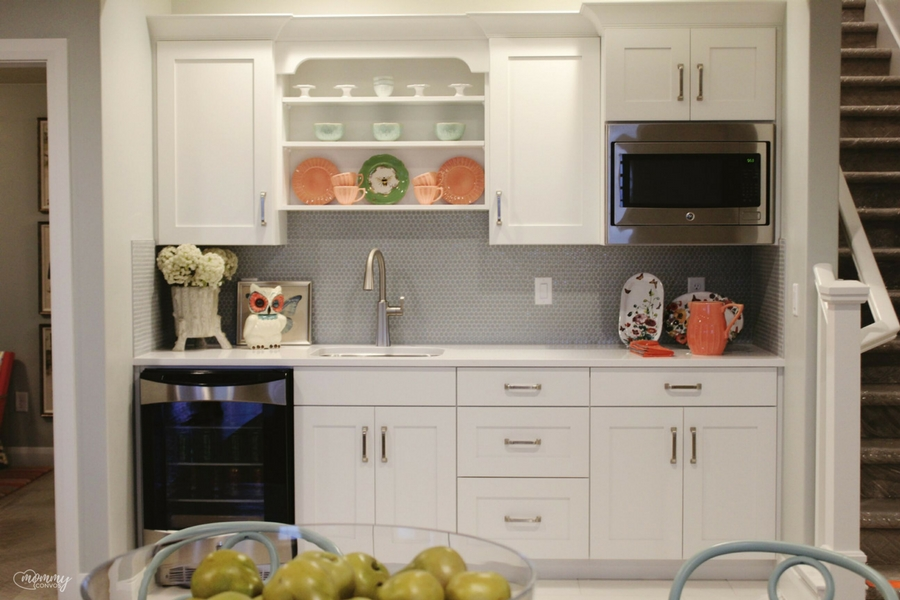 White kitchenette. Open shelving kitchenette. Parade of homes 2017 tour. Young mom's look at the st george parade of homes. 2017 Parade of homes.