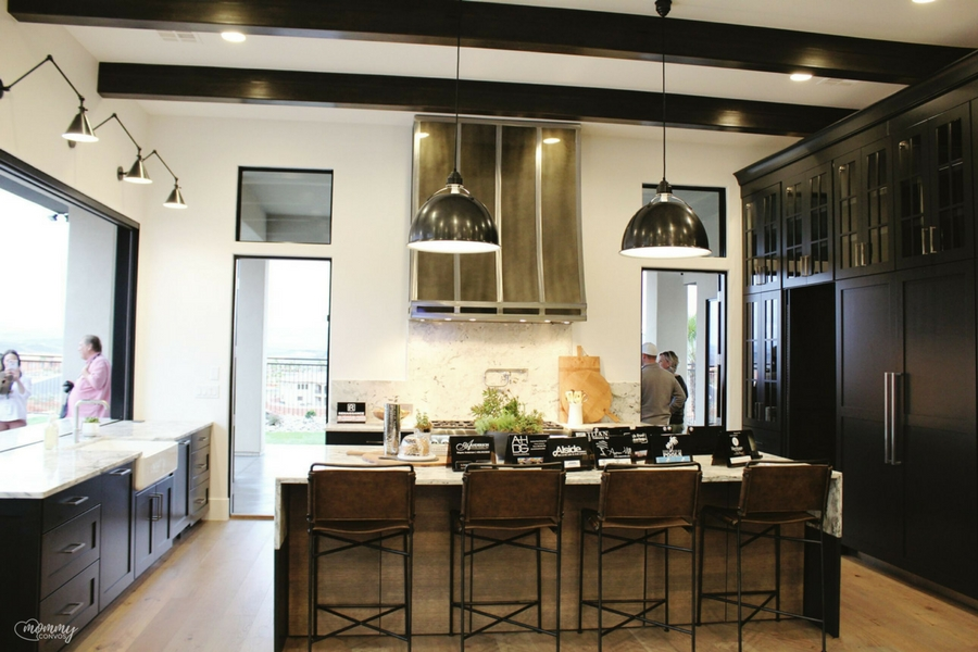 modern black kitchen. Parade of homes 2017 tour. Young mom's look at the st george parade of homes. 2017 Parade of homes.