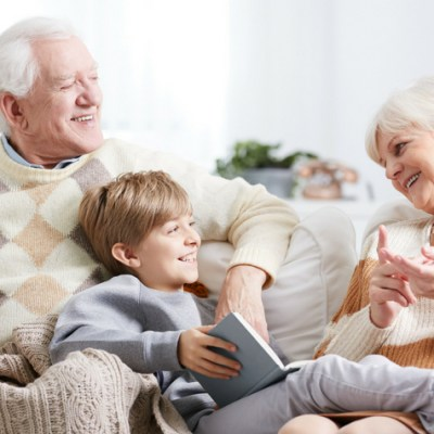 5 Top Reasons to Have a Standing Playdate with an Elder