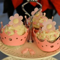 CUP CAKE WITH PASTRY CREAM AND CREAM CHEESE