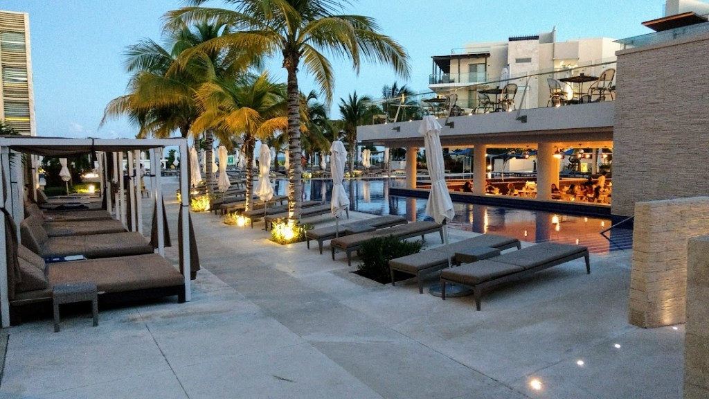 Are there shady areas at Royalton Cancun?