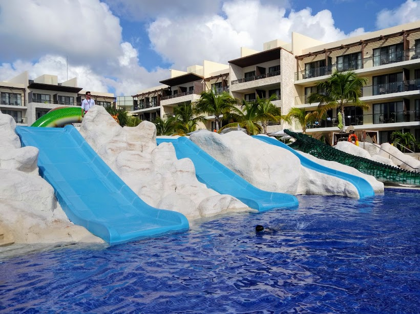 Are there waterslides at Royalton Cancun
