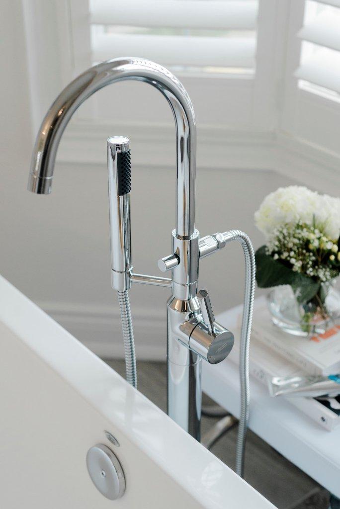 Cheap freestanding bath faucet