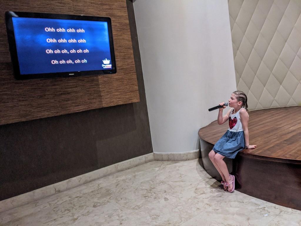 karaoke-bar-in-riviera-maya