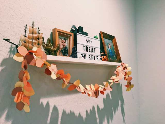 How To Make A Sewn Fall Paper Leaf Garland with just paper, scissor, pencil, and a sewing machine! #papergarland #leafgarland #sewngarland | mommygonetropical.com