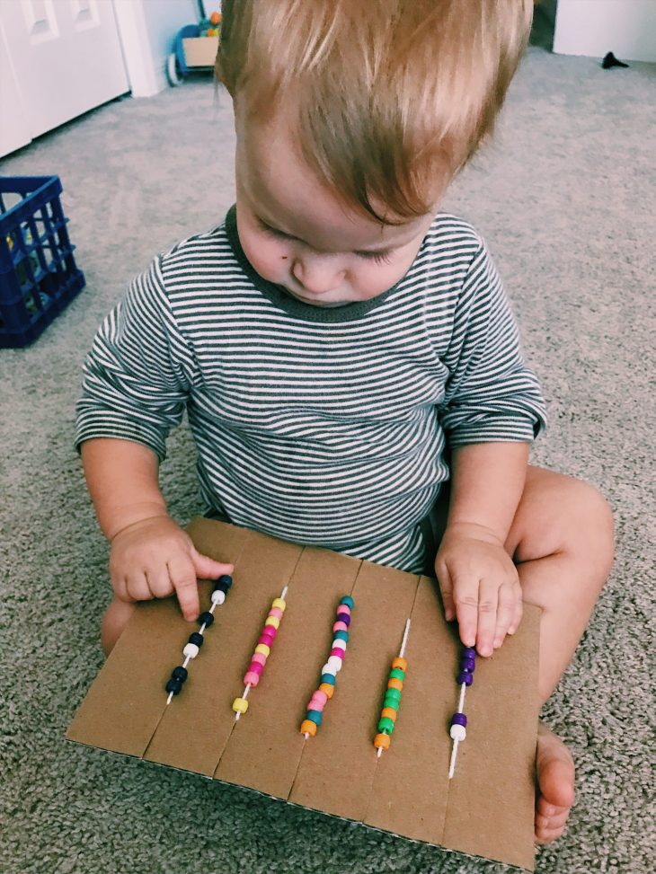 Need some car trip activities for kids? Make your own easy and cheap cookie sheet lap trays, sensory bottles & beaded cardboard loom! #DIY #roadtripwithkids #kidactivities | mommygonetropical.com