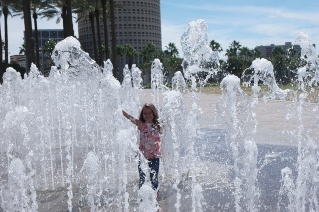 Glazer-childrens-museum-tampa-with-kids-riverwalk-fountain