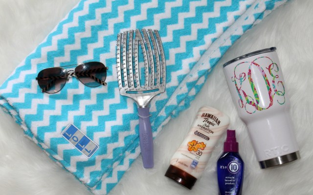 beach-bag-must-haves-for-moms