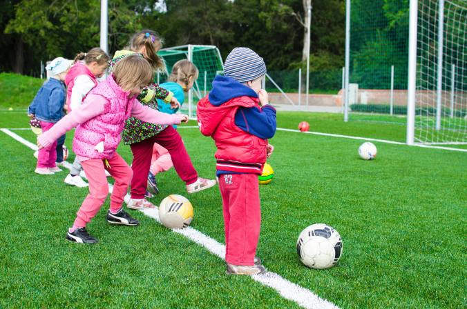 introducing sports to children, sports, age appropriate kids activities, age appropriate sports, cricket, world cup cricket, cricket and children, childrens cricket, playing sports with kids, physical development kids, motor skill development