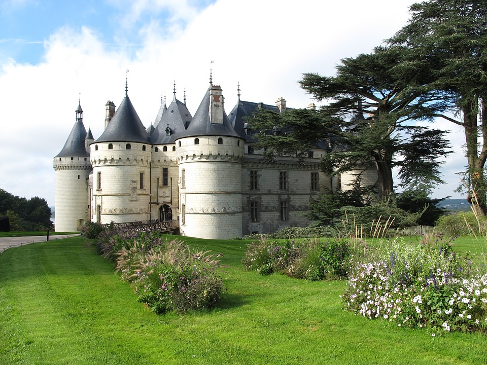 If you are visiting Paris, you must take out atleast one day to explore the beauty of Loire Valley, a valley close to Paris, very near the city of Tours is famous for its Royal and Historical Castles (Château) , Vineyards and Wines #Wine #winetasting #Château #Paris #LoireVally #Tours #France #Chaumont #Europe