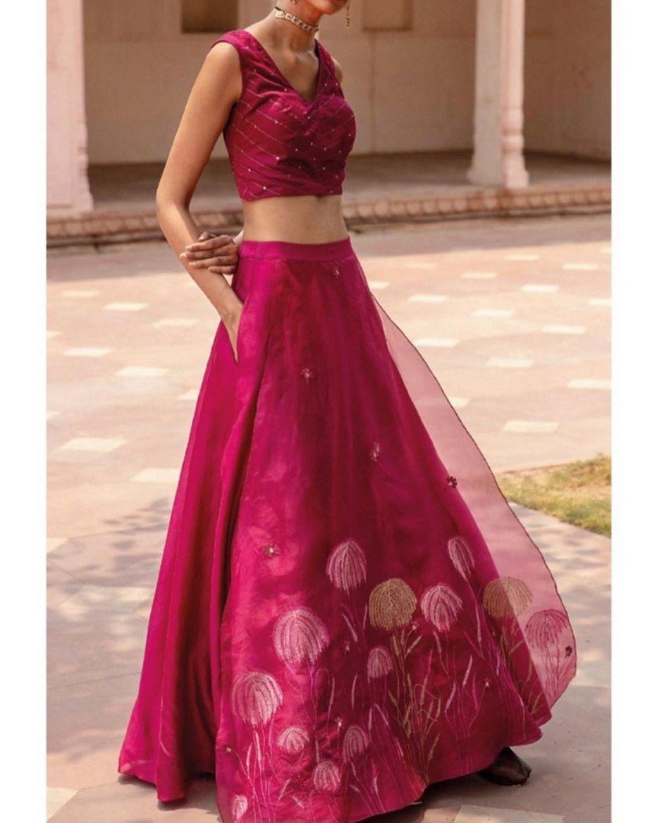Classy and trendy blouse designs to make your Indian ethnic wear more beautiful #indianwedding #blousedesigns #meesho #ethnicwear #lehanga #trendywear #indianwear